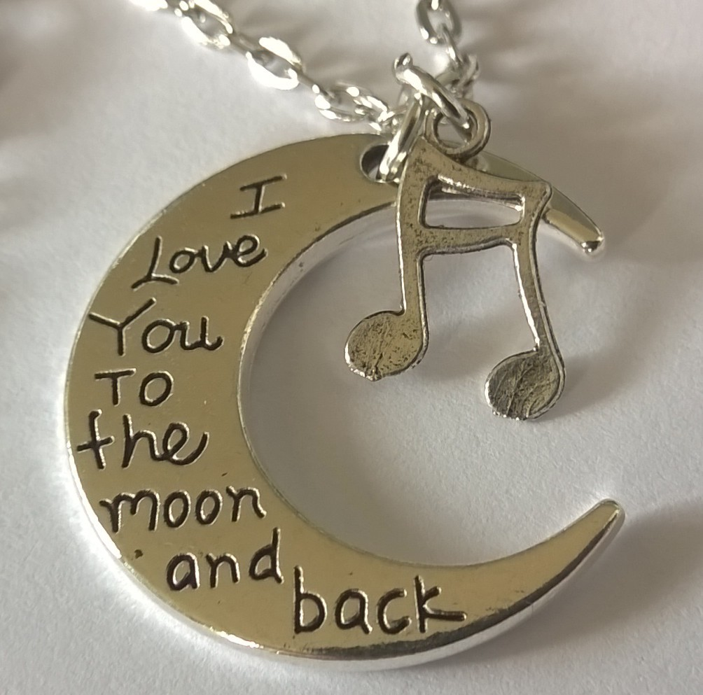 ketting 65cm met muzieknootjes en maan met tekst i love you to the moon and back rozewoodstock. Black Bedroom Furniture Sets. Home Design Ideas